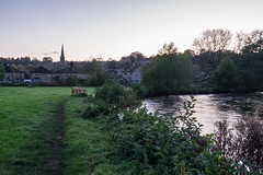 Bakewell evening (Spannarama) Tags: derbyshire peakdistrict uk bakewell river riverwye evening twilight dusk riverside grass trees church spire bench