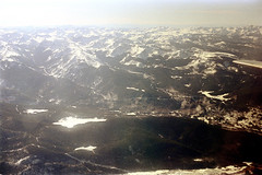 74-281 (ndpa / s. lundeen, archivist) Tags: nick dewolf nickdewolf color photographbynickdewolf 1975 1970s film 35mm 74 reel74 autumn fall colorado fromtheairplanewindow aerial mountains landscape rockies rockymountains peaks snow snowcovered