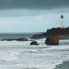 Faro de Biarritz (nuska2008) Tags: nuska2008 nanebotas farodebiarritz biarritz francia aquitania nubes clouds mar olas rocas caboheinsart olympussz30mr