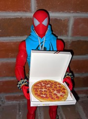 I have pizza! (Pablo Pacheco 85) Tags: newyork spiderman hottoys pizza scarletspider