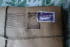Het eerste pakje uit Spanje (Gerard Stolk ( vers le toussaint)) Tags: thehague denhaag lahaye haag stanleyandlivingstone boekhandel schoolstraat pakje stanleylivingstone