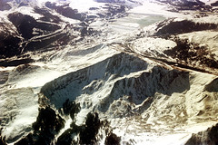 74-283 (ndpa / s. lundeen, archivist) Tags: nick dewolf nickdewolf color photographbynickdewolf 1975 1970s film 35mm 74 reel74 autumn fall colorado fromtheairplanewindow aerial mountains landscape rockies rockymountains peaks snow snowcovered