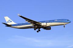 PH-AKB (JBoulin94) Tags: phakb klm royal dutch airlines airbus a330300 washington dulles international airport iad kiad usa virginia va john boulin