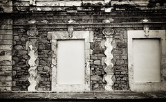 Drunk columns (Carlos A. Aviles) Tags: colums columnas blackandwhite blancoynegro ponce poncepuertorico puertorico arquitectura architecture