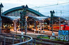 Köln Hauptbahnhof (The_Kevster) Tags: germany koln cologne station hauptbahnhof rail railway dusk curves city terminus europe train nikon dslr pylons roof light shadows deutschebahn nikond7000