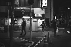 街 (fumi*23) Tags: ilce7rm3 sel35f18f 35mm emount fe35mmf18 a7r3 alley street tokyo asakusa bw blackandwhite monochrome sony ソニー 夜 night 浅草 東京 台東区