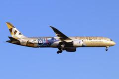 A6-BLE (JBoulin94) Tags: a6ble etihad airways boeing 7879 dreamliner special livery washington dulles international airport iad kiad usa virginia va john boulin