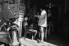 Afternoon cafe (Cadicxv8) Tags: cafe street streetphotography people blackandwhite