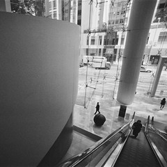 (a.pierre4840) Tags: olympus om4ti tamron sp 17mm f35 adaptall 35mmfilm rollei rolleirpx400 bw blackandwhite noiretblanc squareformat 11 perspective architecture composition hongkong