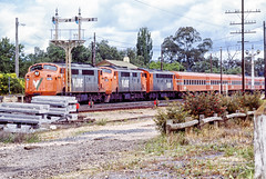 A60-71 S313 (Dermis50) Tags: a class s 60 71 313 avenel vline passenger train station signal disc