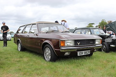 Ford Granada 3000 GL Estate XBV882R (Andrew 2.8i) Tags: festival unexceptional buckinghamshire middle claydon meet show coche voitures voiture autos auto cars car europe european fordofeurope stationwagon estate 30 3000 v6 mark 1 mk mk1 30gl 3000gl granada ford xbv882r