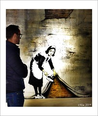 Invitation au voyage dans le monde de BANKSY - 7 (mamasuco) Tags: nikon d7000 paris banksy exposition theworldofbanksy streetart graffitis espacelafayettedrouot ngc excapture