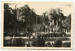 . (Kaïopai°) Tags: vintage dinslaken burgtheater bühne fest feier tribüne publikum 1959 1950er 1950s lübke burghofbühne knappenverein