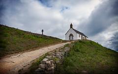 Tumulus Saint Michel I (.Sophie C.) Tags: carnac 56 morbihan bretagne breizh tumulussaintmichel tumulus mégalithe patrimoinereligieux chapelle chapellesaintmicheldecarnac croix calvaire