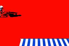 La nuova tenda (meghimeg) Tags: 2019 lavagna tenda curtain bicicletta bici bike donna woman rosso red royo rot ombra shadow sole sun