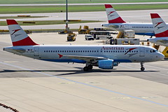 OE-LBW   A320-214 Austrian  Viena 04-09-16 (Antonio Doblado) Tags: airplane aircraft aviation airbus viena airliner austrian a320 320 aviación oelbw