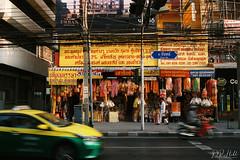 Bangkok (D. R. Hill Photography) Tags: bangkok thailand thai asia southeastasia capital urban taxi motion road life car film analog analogue grain 135 35mmfilm agfa agfavista agfaphotovistaplus400 contax contaxg1 g1 zeiss carlzeissplanar35mmf2 planar 35mm primelens street streetphotography