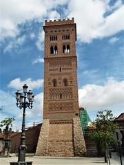 Teruel - Torre mudéjar de San Martín (EduOrtÍn.) Tags: torre mudejar farola cielo teruel aragón