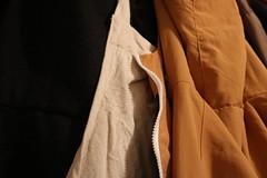 Couleurs d'automne (bateauxdefumee) Tags: colors couleurs marron blanc bleu noir autumn france détails manteaux coat vêtements fringues habits clothes