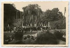 . (Kaïopai°) Tags: vintage dinslaken burgtheater bühne fest feier tribüne publikum 1959 1950er 1950s lübke burghofbühne