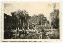 . (Kaïopai°) Tags: vintage dinslaken burgtheater bühne fest feier tribüne publikum 1959 1950er 1950s lübke burghofbühne doppelbelichtung