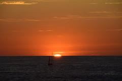 cuando se oculta el sol (gabrielg761) Tags: kantauri cantabrico mar atardecer sol horizonte