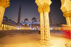 Abu Dhabi - Grand Mosque (HelBen85) Tags: abu dhabi grand mosque night blue hour travel sheikh zayed sunset sunrise soiny sony zeiss laowa 15mm f2 venus a7riii alph alpha