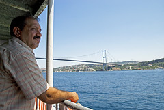 Istanbul (Turquie) / Istanbul (Turkey) (Joseff_K) Tags: homme bateau boat man istanbul turquie turkey constantinople bosphore bosphorus istanbulboğazı boğaziçi türkiye ferry passager