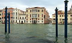 Que c'est triste Venise (Robert Saucier) Tags: venise venezia venice eau lagune building architecture acqua ciel sky water img9700 acquaalta