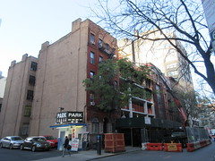 IMG_9933 (Brechtbug) Tags: sixth floor rising 350 352 now be building 2019 midtown manhattan 45th street near times square nyc 11152019 new york city cube architecture traffic transit car cars auto lots steel beams beam red brick wall green shed park brownstone 1920s apts apartment house apartments construction fence november working 6th