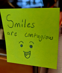 Smiles are Contagious (earthdog) Tags: 2019 googlepixel4 pixel4 androidapp moblog cameraphone note word text smile postitnote cafe coffeehouse starbucks