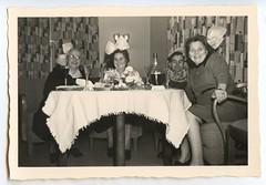 . (Kaïopai°) Tags: vintage party haarschleife schleife women femmes frauen damen tapete tapetenmuster feier spass fun badmeinberg hornbadmeinberg frau femme woman