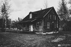 191016-114 Evil dead (clamato39) Tags: maison maisonabandonnée abandoned house old oldhouse lotbinière olympus provincedequébec québec canada monochrome noiretblanc blackandwhite