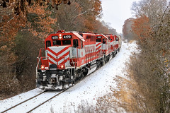 Through The Forest (sdl39hogger) Tags: wsor watco wisconsinsouthern waukeshasubdivision emd electromotivedivision sd402 eagle wisconsin southernkettlemoraine forest canon canont6i