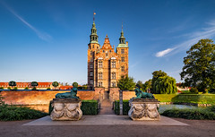 _DSC1598 - Rosenborg Castle (AlexDROP) Tags: 2019 denmark copenhagen europe travel architecture color cityscape city goldenhour nikond750 tamronaf1735mmf284diosda037 best iconic famous mustsee picturesque postcard castle royal