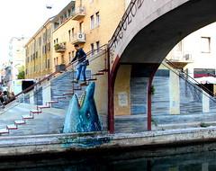 (alessandro nicomedi) Tags: street murales milano navigli persona ponte canon scualo scale 600d