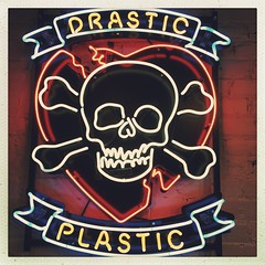 Drastic Neon (Twang Your Head) Tags: hipstamatic florence inas1982 photooftheday art design music fun happy