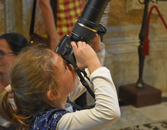 Small Photographer - 1037 (simpsongls) Tags: girl camera lens basillica assisi church