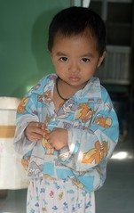 big eyed boy (the foreign photographer - ฝรั่งถ่) Tags: sep252916sony big eyes eyed boy child khlong lard phrao portraits bangkhen bangkok thailand nikon d3200