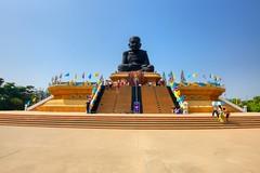 Statue of famous monk at Wat Huay Mongkol near Hua Hin, Thailand (UweBKK (α 77 on )) Tags: huahin hua hin prachuapkhirikhan prachuap khiri khan thailand southeast asia sony alpha 550 dslr statue monk famous religion religious buddha buddhist buddhism wat huay mongkol wathuaymongkol