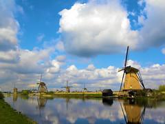 DSCN0933 (alainazer) Tags: kinderdijk nederland paysbas hollande holland eau acqua water ciel cielo sky moulin mulino mühlen moinhos mills windmill