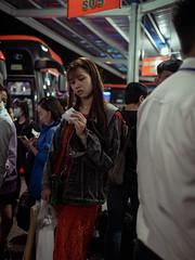 15 minutes (Cadicxv8) Tags: bus station bahnhof vietnam saigon people wating life passenger travel