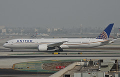 United Airlines 787-10 Dreamliner (N16009) - LAX Taxiway H (hsckcwong) Tags: unitedairlines 78710 78x 787 dreamliner n16009 lax klax