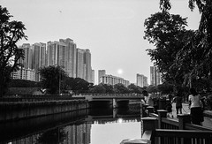 Sunset in B&W (Thanathip Moolvong) Tags: epson v800 ilford hp5 bw film leica m4 voigtlander 35mm f2