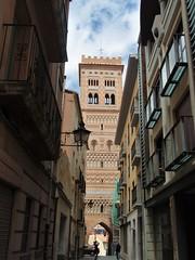 Teruel - Torre mudéjar de San Martín (EduOrtÍn.) Tags: torre mudejar calle teruel aragón