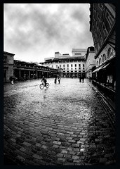 Black & White (95)A - London, Covent Garden (Padski1945) Tags: monochrome monochromephotography mono blackandwhite blackandwhitephotography blackwhite blackwhitephotography london londonscenes bicycles coventgarden cobbledstreets