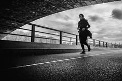 Bon weekend! (Mustafa Selcuk) Tags: sokakfotoğraflari siyahbeyaz bw bnwparis monochrome monochromatic parismaville blackandwhitephotography noiretblancphotographie noiretblanc bnw blackandwhite photoderue streetphotography street pontsdeparis wideangle xt2 fujifilmtr fujifilmfrance weekend courir running jogging parisienne 2019 paris france fujifilm