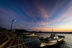 秋穂漁港黄昏ー Dusk of the Aio fishing port (kurumaebi) Tags: yamaguchi 秋穂 山口市 nikon d750 nature landscape dusk sunset 夕焼け port 漁港 boat 船 cloud 雲