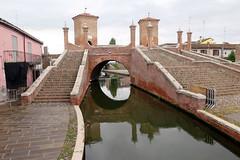 Treponti / The triple bridge of Comacchio (Sokleine) Tags: pont ponte bridge trois tre triple treponti briques heritage patrimoine bricks comacchio emiliaromagna italia italie italy europe