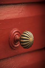 La porte rouge * (Titole) Tags: handle red titole nicolefaton poignée metal wood friendlychallenges